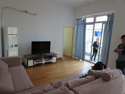 (写真2)オシャレなマンション「創智坊」、天井が高い