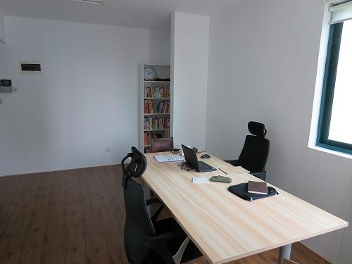 (写真2)作業テーブルの設置後の様子