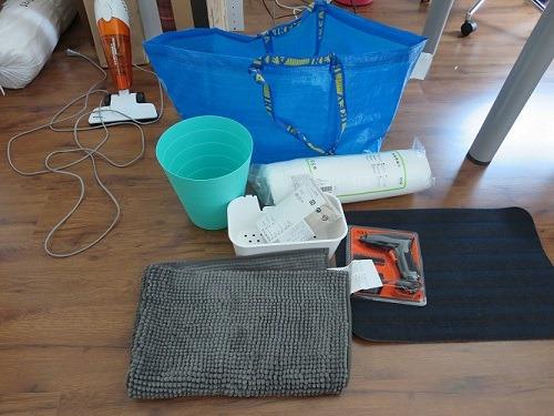 (写真5)ゴミ箱、枕、浴室マットなどIKEAで衝動買いの結果