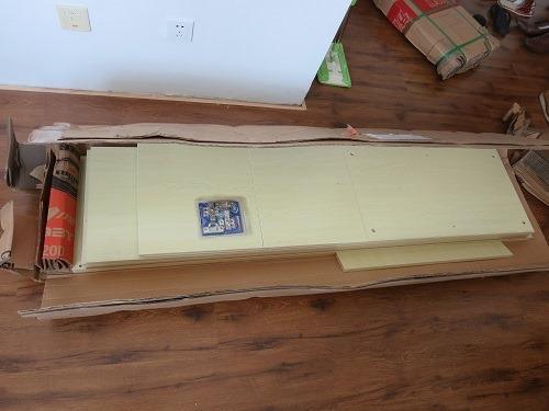 (写真1)配送された洋服ダンスの1式セット、50kgくらいある