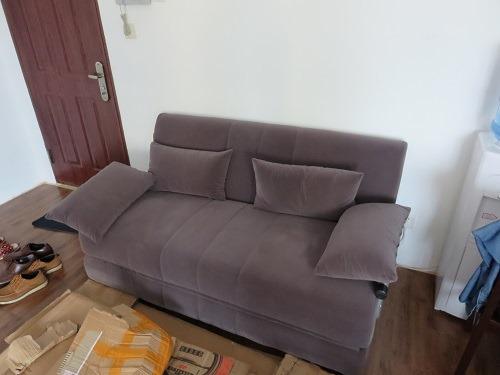 (写真6)見た目は良いが、座る部分が硬すぎて座り心地が悪い