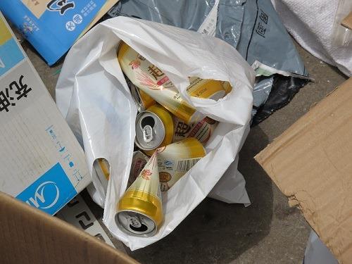 (写真6)買い取ってもらったサントリーの空き缶、中身はビールだった