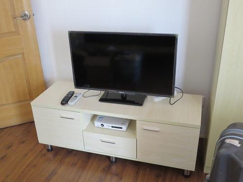 (写真6)完成したテレビ台、テレビ自体は物件オーナーが購入