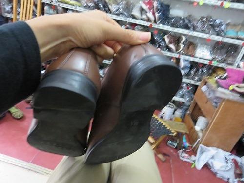 (写真4)予想以上にきれいに修理された靴底