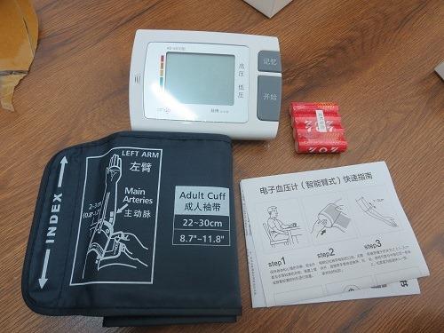(写真4)京東商城で購入した九安(Andon)の電子血圧計(約1,800円)