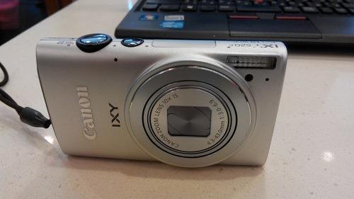 (写真1)キヤノン(Canon)のIXY620F、軽くて使いやすい