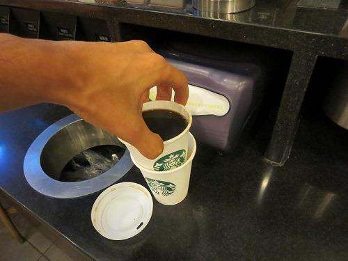 (写真5)やはり2重になったショートサイズのカップ(上海市内)