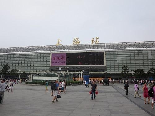 (写真4)上海駅の様子、駅自体が広いので迷子にならないように!