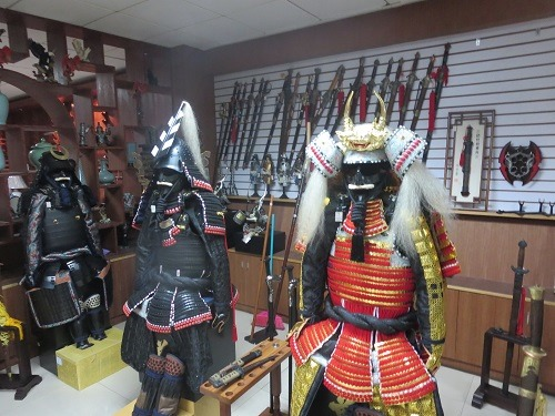 (写真7)日本で使われたり展示されている兜や鎧も中国製かも?