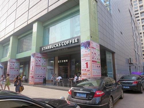 (写真3)義烏市内に2店舗あるスターバックスのひとつ