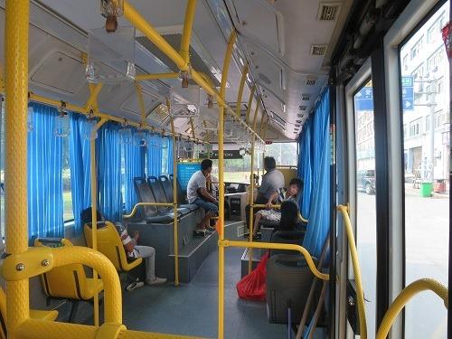 (写真3)義烏(イーウー)市内を走っている公共バスの車内の様子