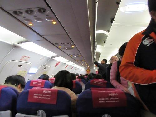 (写真3)かなり混雑している吉祥航空の上海-大阪(関空)便