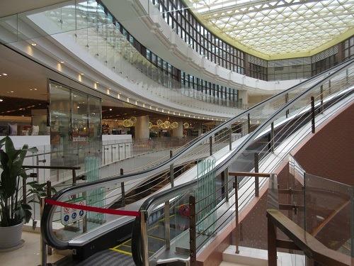 (写真5)停止中の7階行きのエスカレーター(上海新世界大丸百貨)