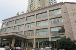 (写真1)義烏市内中心の頤和大酒店のなかにスターバックスがある