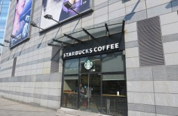 (写真1)昆山市の百貨店パークソンにあるスターバックス