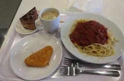 (写真1)ミートスパゲティも美味しい、会員カードでコーヒーは無料