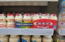 (写真1)上海市内のファミリーマートで販売されている養楽多(5個入り12.5元)