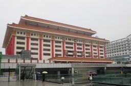 (写真1)香港に隣接する羅湖口岸(出入境管理局)のようす(広東省深セン市)