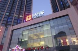 (写真1)超巨大な銀泰城(INTIME CITY)、街中で一段と目立つ建物(海寧市)