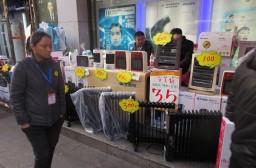 (写真1)温州市内の目抜き通りの人民中路の家電量販店の前の様子
