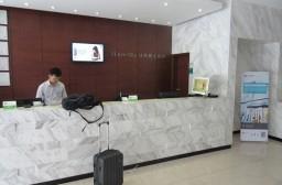 (写真1)広州市の地下鉄5号線の滘口(Jiao Kou)駅近くの城市便捷酒店