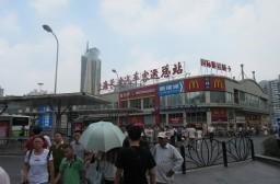 (写真1)上海駅の近くにある上海長途汽車客運総駅(上海総駅バスターミナル)
