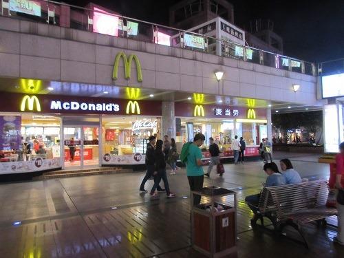(写真3)中国でもマクドナルド、KFCの人気は高い(江蘇省・常州市)