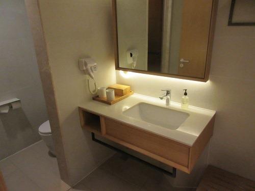 (写真4)バスタオル、石鹸、シャンプーなど必要なものは揃っている(全季酒店)
