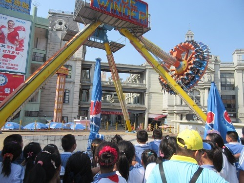 (写真3)華南MALLの歓笑天地(Amazing world)、子どもたちでにぎわう