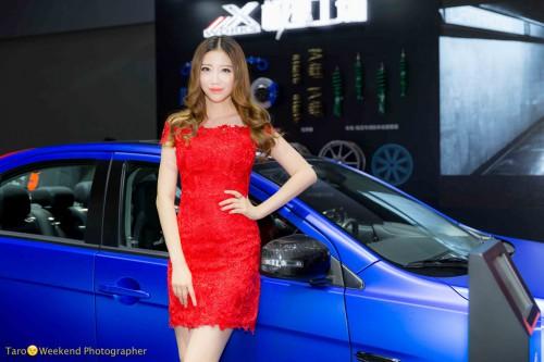 (写真3)身長が高すぎて展示車(高さ)が低く見える(撮影:週末撮影師太郎)