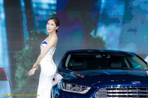 (写真3)自動車とコンパニオンともに引き立つ色調(撮影:週末撮影師太郎)