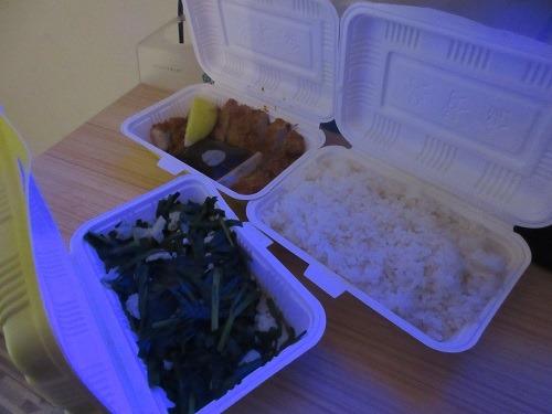 (写真4)喜楽のとんかつ、ニラレバ、ご飯、単品で注文(上海市・金山区)