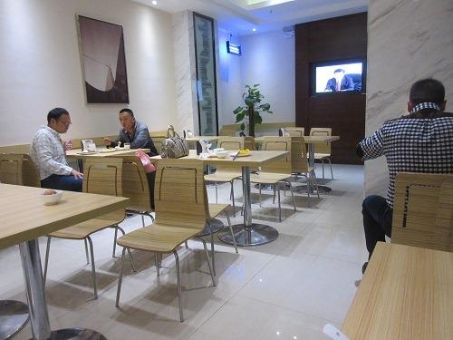(写真6)城市便捷酒店の食堂のようす(上海市・金山区)