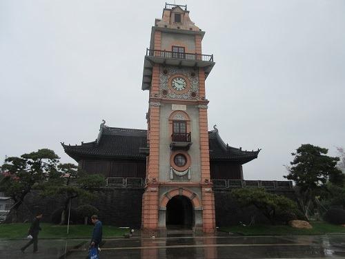 (写真4)南通市の南大街にある巨大な時計台(江蘇省・南通市)