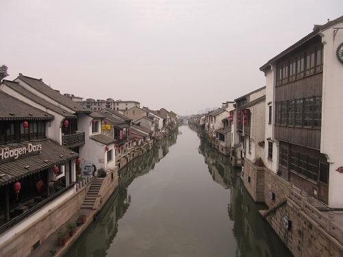 (写真1)清名橋古運河景区、運河と建築物がマッチしている