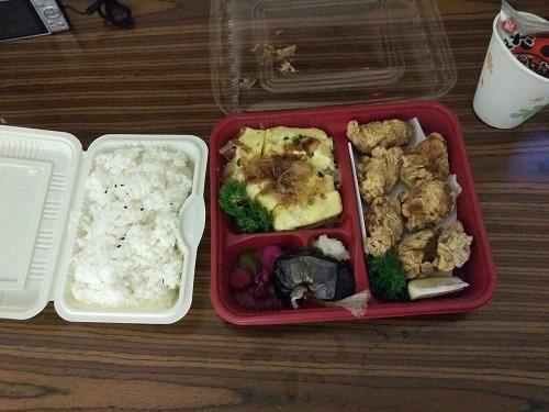 (写真5)唐揚げ、出し巻きタマゴ、ご飯を単品で注文