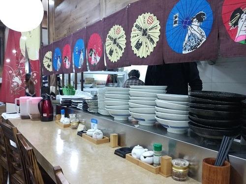(写真3)ラーメン居酒屋「虎屋」の店内のようす(江蘇省・南通市)