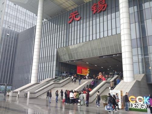 (写真1)高速鉄道も発着する無錫益、多くの人でごった返す(江蘇省・無錫市)