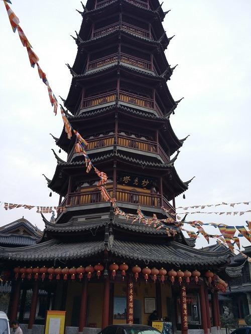 (写真2)南禅寺にある妙光塔、高さ43メートル(江蘇省・無錫市)