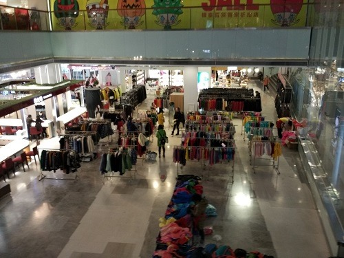 (写真3)中国の百貨店で見ることが増えた特設販売スペース