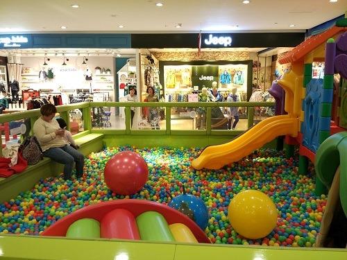 (写真4)中国の百貨店でよく見られる子ども向けの遊戯スペース