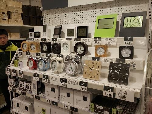 (写真3)イオンモール杭州で販売されているニトリの置時計