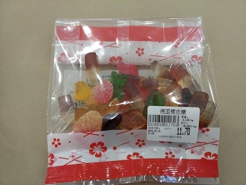 (写真3)優の良品で購入したグミ(イオンモール杭州良渚新城)