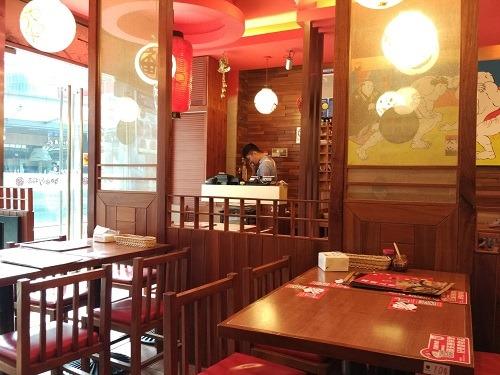 (写真4)神田川拉麺の店内のようす、清潔にされている