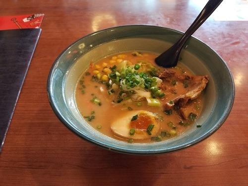 (写真5)神田川拉麺の豚骨ラーメン(浙江省・杭州市)