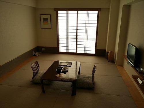 (写真3)外国人にとっては新鮮な和室の客室(有馬温泉)