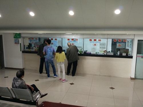 (写真6)上海市旅遊集散中心(上海虹口足球場)のチケットセンター