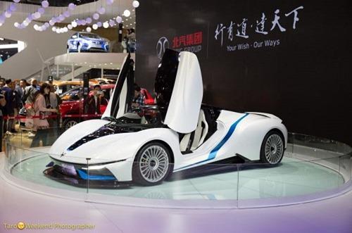 (写真3)ひと際注目されるカッコいいスポーツカー(北京モーターショー)
