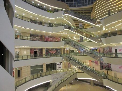 (写真2)空きテナントだらけのショッピングモール(江蘇省・常州市)