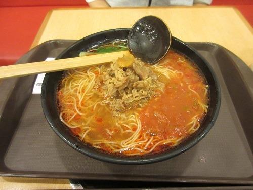 (写真5)食其家(すき家)のトムヤンクンのようなラーメン